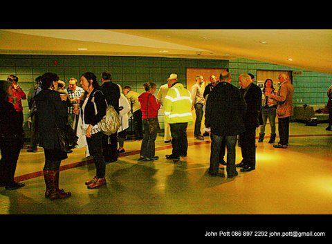 green-foundation-ireland-large-group-in-hallway
