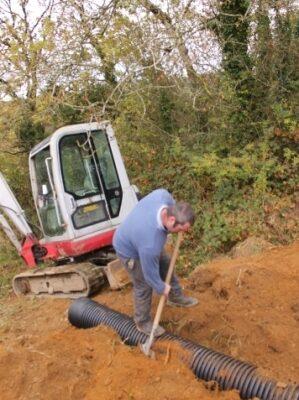 green-foundation-ireland-man-digger